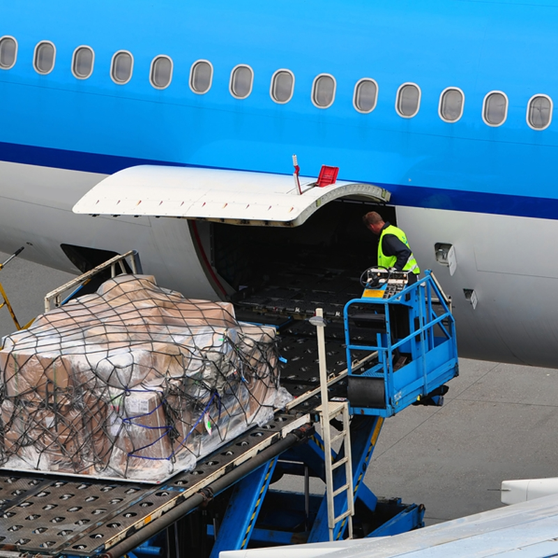 loading air cargo for expedited shipment